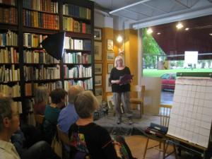 Lena Lundman Ceremonimästare som öppnar och informerar om slammet.