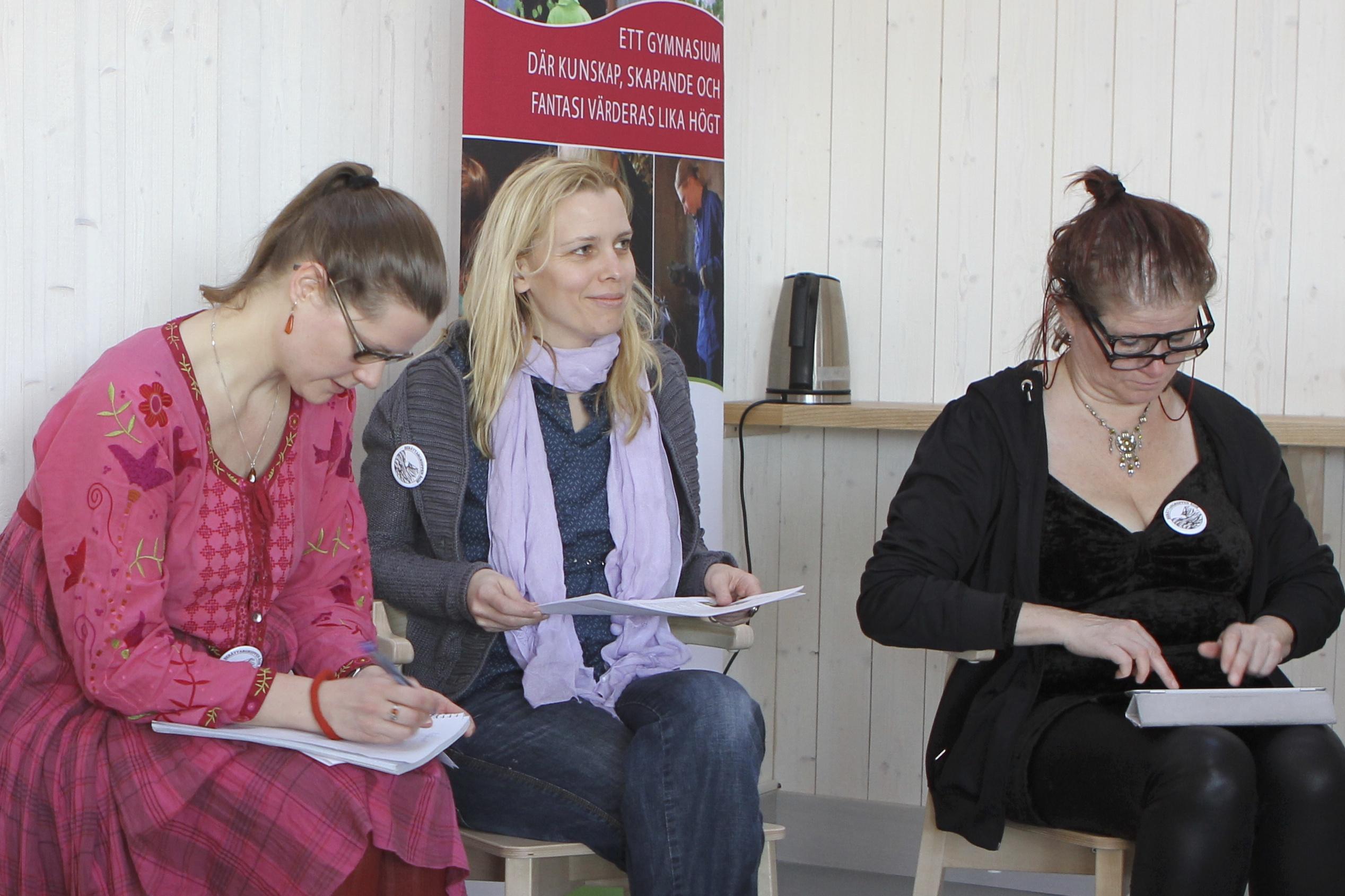 Tre av medlemmarna från arrangerande Berättargruppen Ägir.